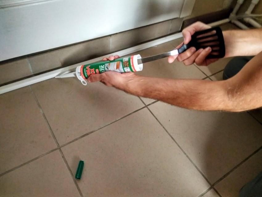 Герметик для ванной - советы по выбору лучшего состава. 95 фото нанесения защиты на стыки