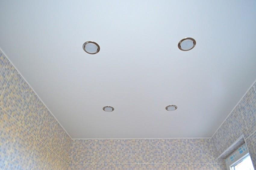 Отделка потолка в ванной - варианты отделки и ремонтных работ. 105 фото лучших совремненых работ