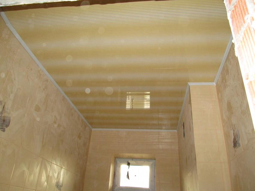 ПВХ потолок в ванной - 115 фото примеров использования панелей и рекомендации по их монтажу