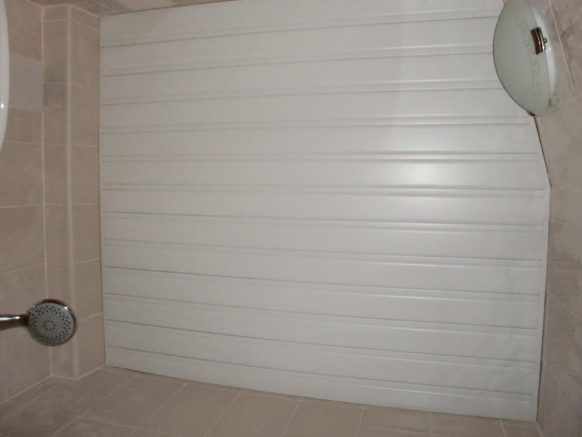 Реечный потолок в ванной: особенности установки, правила монтажных работ и оптимальные сочетания материалов (125 фото)