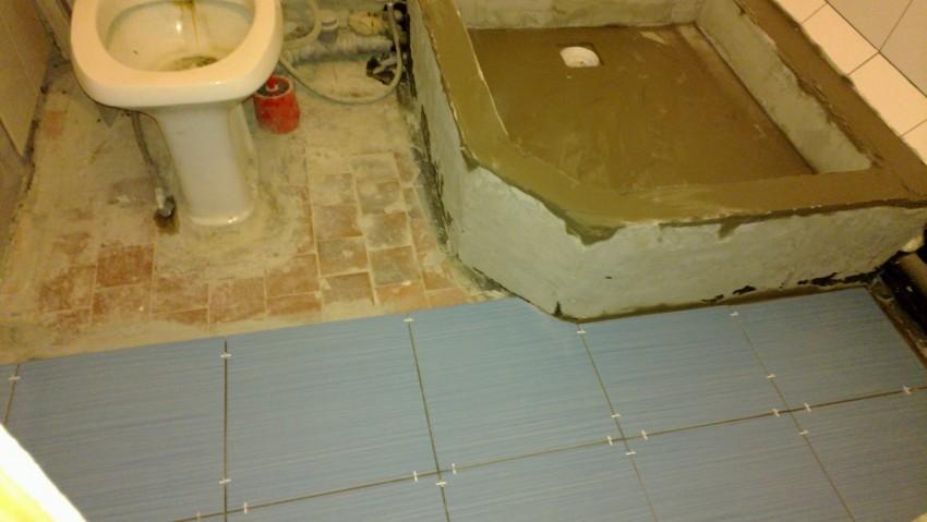 Ремонт пола в ванной: планирование и простая инструкция по реализации ремонтных работ (105 фото)