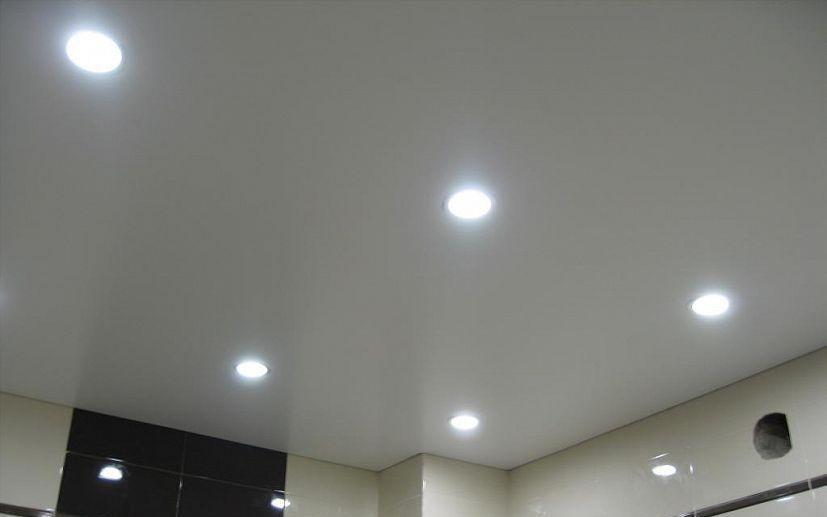 Светильники в потолок в ванной - лучшие встраиваемые и подвесные современные идеи (75 фото)