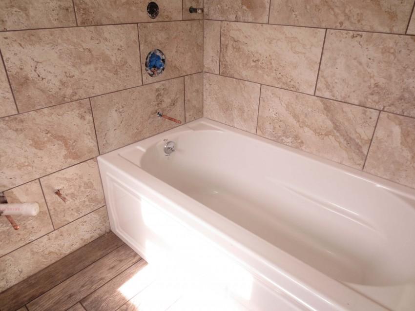 Укладка плитки в ванной: инструкция для новичков и советы профессионалов (85 фото)