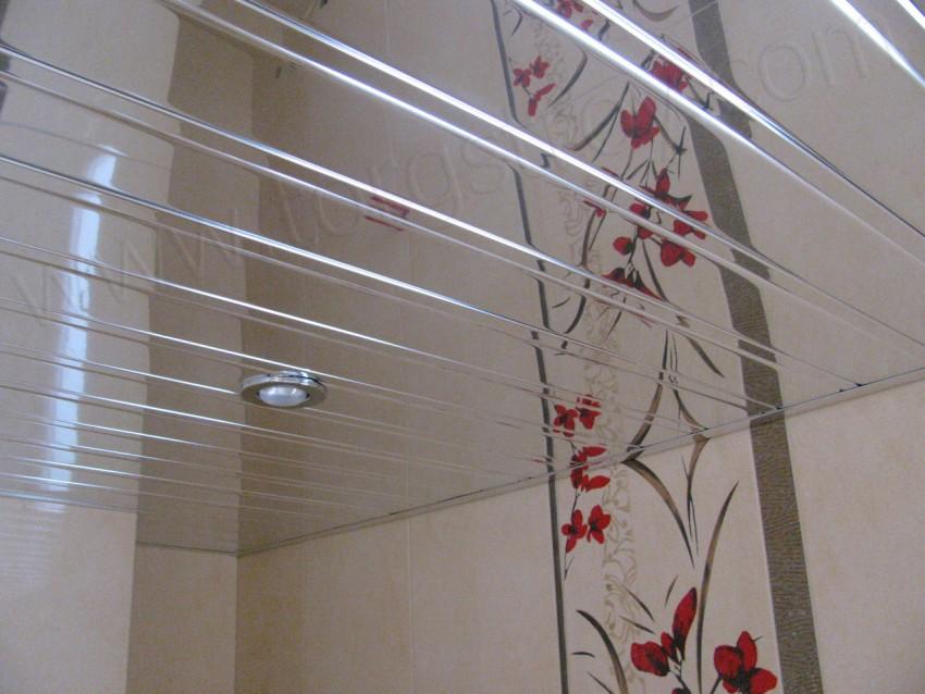 Зеркальный потолок в ванной - технология установки, особенности и виды современных проектов (85 фото)