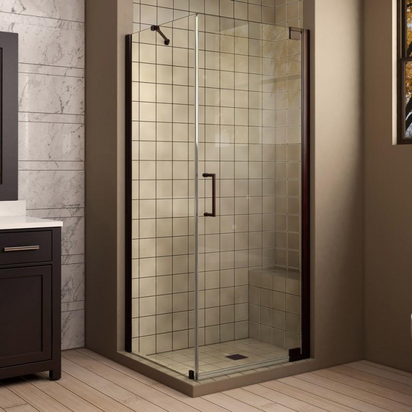 современная маленькая ванная с душевой кабиной